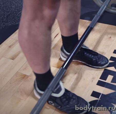 Положение ног при выполнении становой тяги