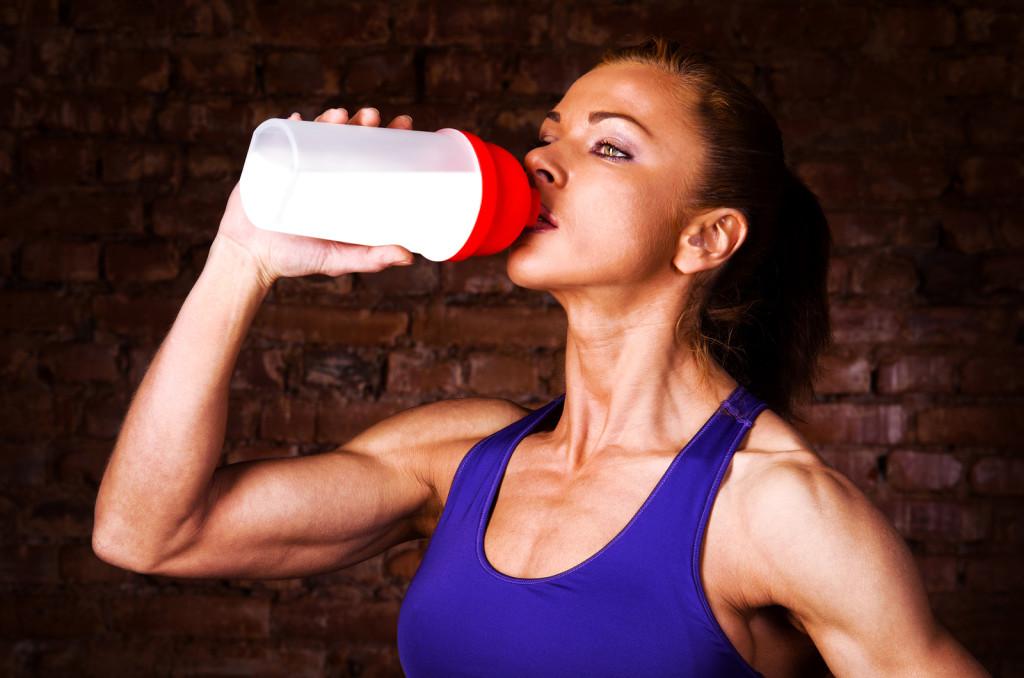 domashnij proteinovyj koktejl dlya nabora myshechnoj massy