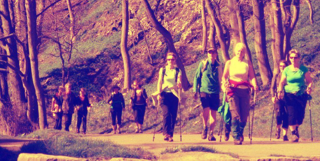 Скандинавская ходьба помогает людям восстановиться после травм и способствует похудению