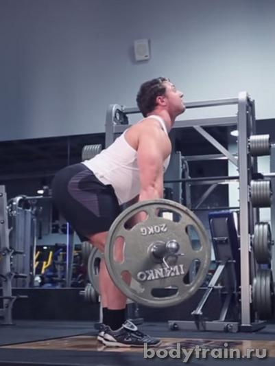 Опускание веса в становой тяге