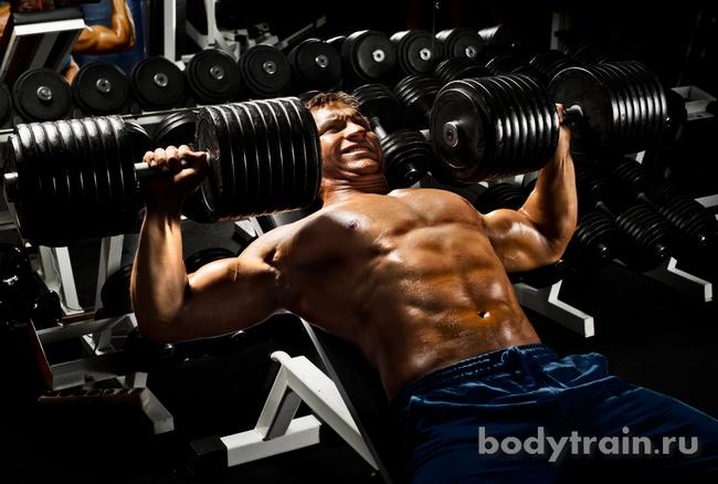 Выполнение упражнений для грудных мышц