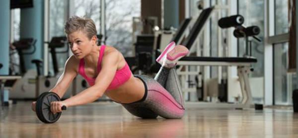 Упражнения роликом для женщин