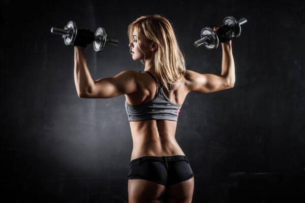 Упражнения для женщин в тренажерном зале